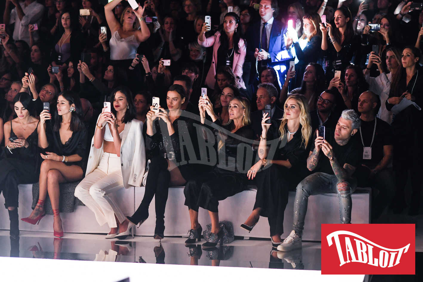 Chiara Biasi, Gilda Ambrosio, Bruna Marquezine, Irina Shayk, Sarah Jessica Parker, Chiara Ferragni e Fedez nel front row durante la sfilata di Intimissimi