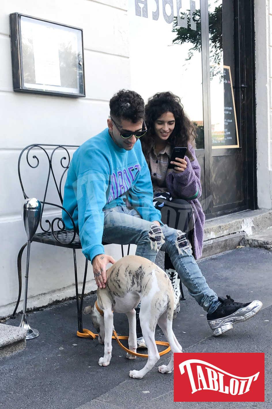 Chiara Scelsi e Wayne Santana a milano con il cane