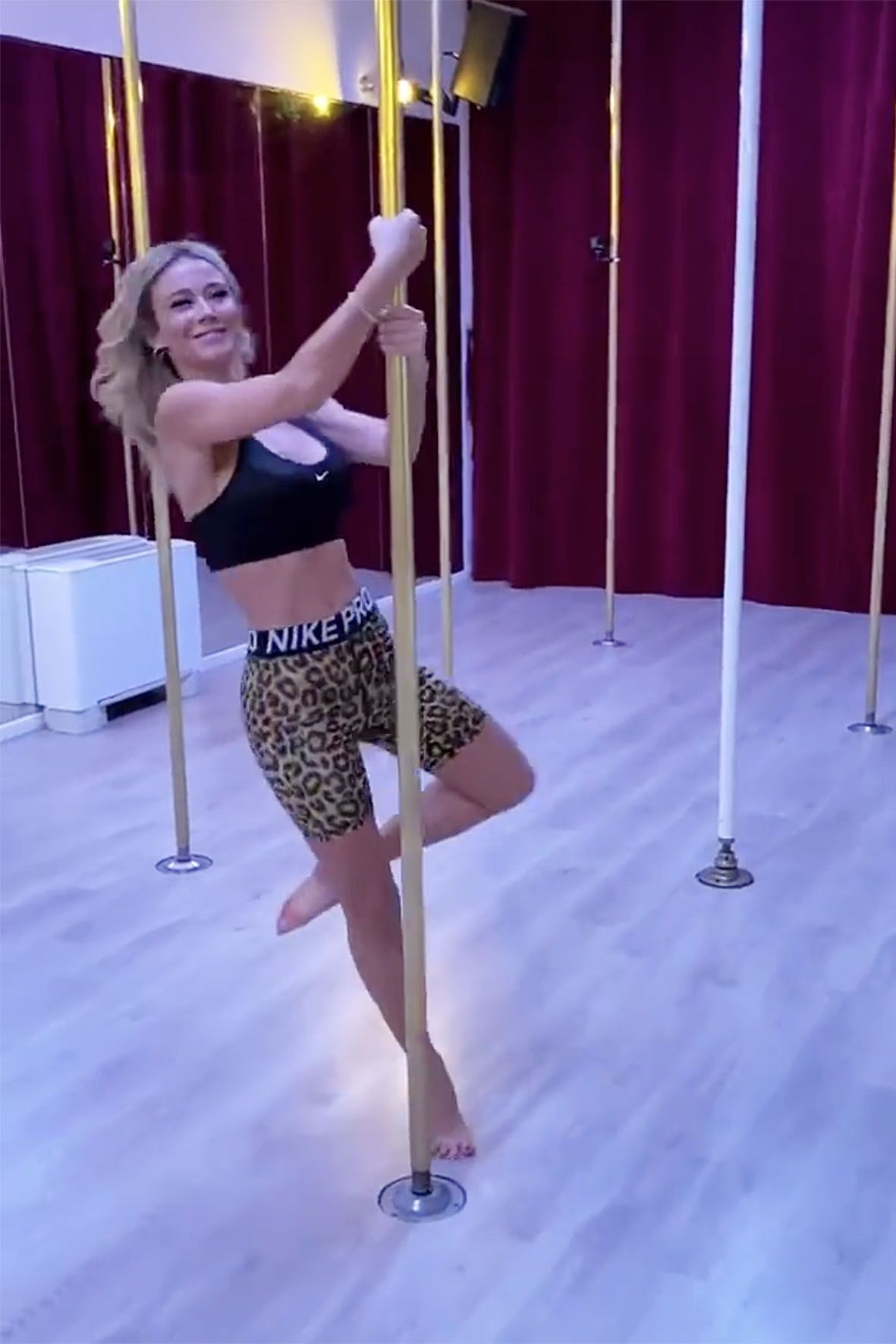 diletta leotta fa pole dance