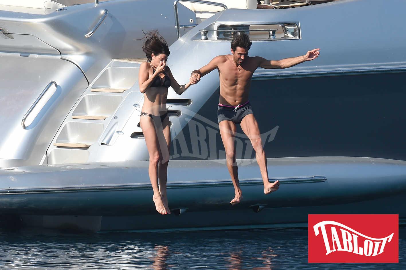 Gianluigi Buffon e Ilaria D'amico durante una vacanza in Grecia in yacht