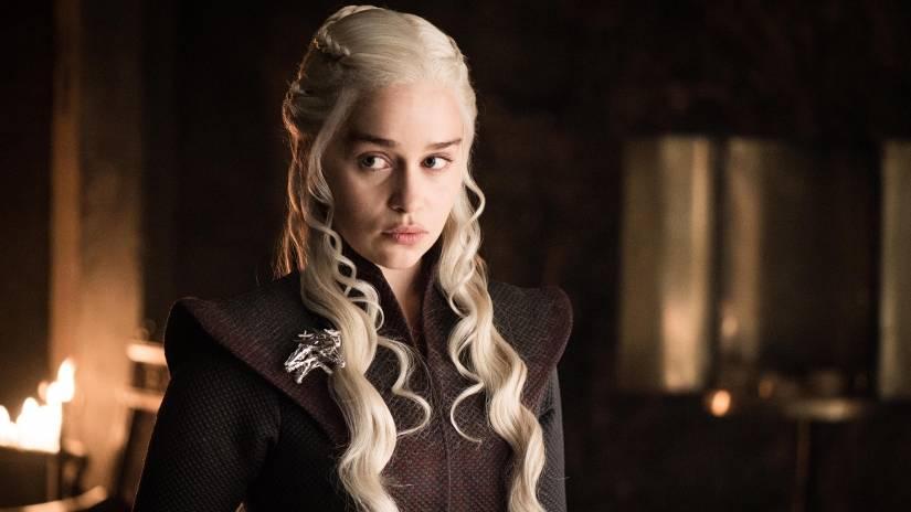 """Game of Thrones 8, Emilia Clarke: """"Stanno filmando finali multipli"""""""