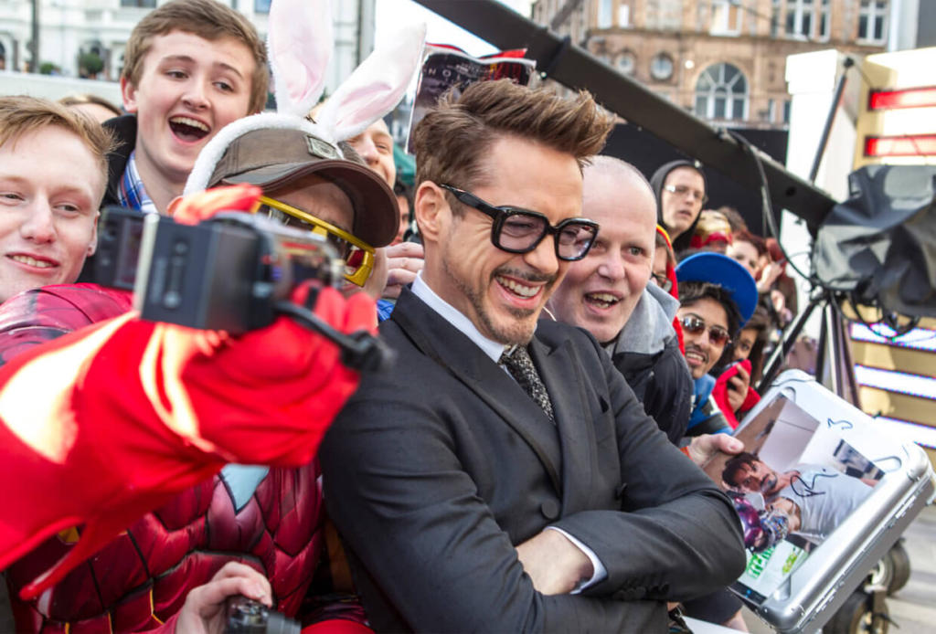 Robert Downey Jr con fan