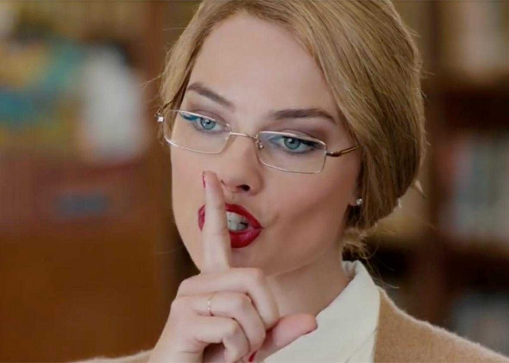 Margot Robbie bibliotecaria