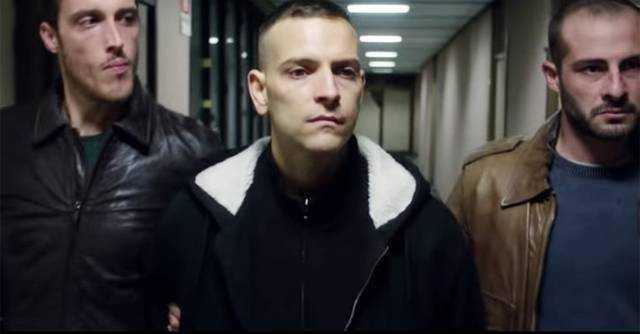 Alessandro Borghi in una scena del film