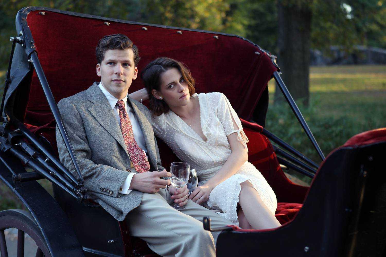 Jesse Eisenberg e Kristen Stewart in una scena del film Fonte: movieplayer