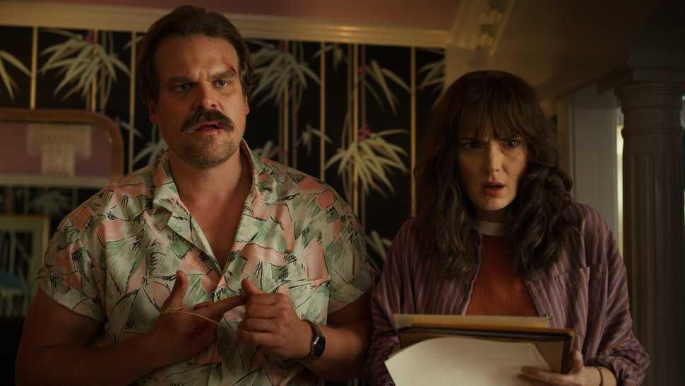 Stranger thing Hopper e Joyce