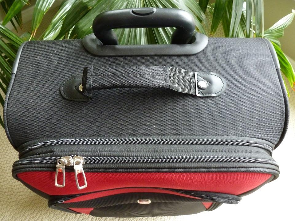 Gli oggetti vietati nel bagaglio a mano - Easyjet cosa si puo portare in aereo ...