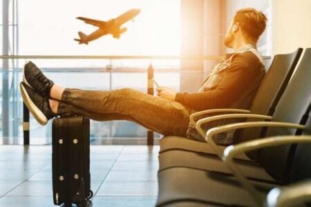 dormire in aeroporto aperto notte