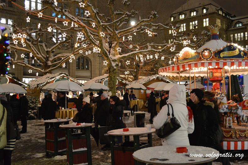 Addobbi Natalizi Zurigo.Mercatini Di Natale Di Zurigo La Guida Completa Vologratis Org