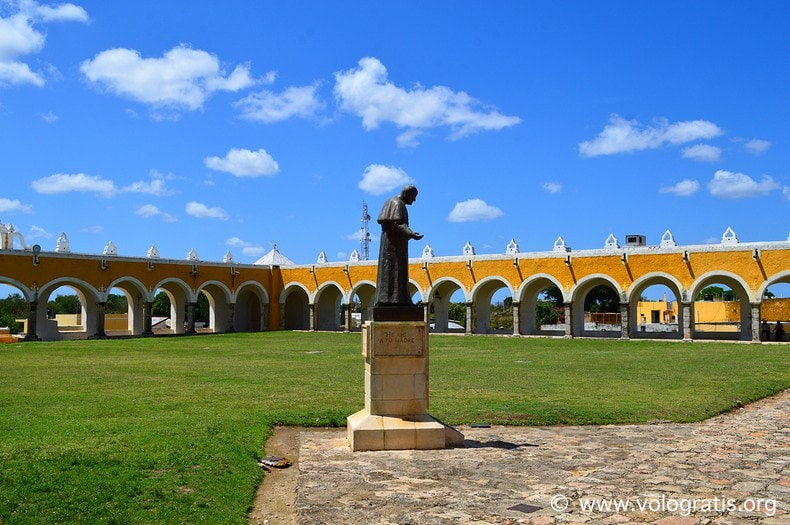 diario di viaggio yucatan cortile convento izamal
