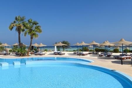 piscina di un resort-2
