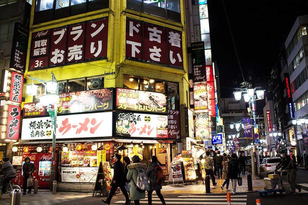 Cose da fare a Shinjuku - Passeggiare tra le vie illuminate quasi a giorno