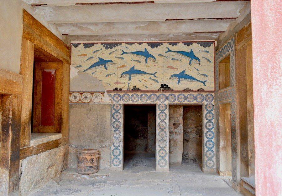 palazzo cnosso affreschi delfini