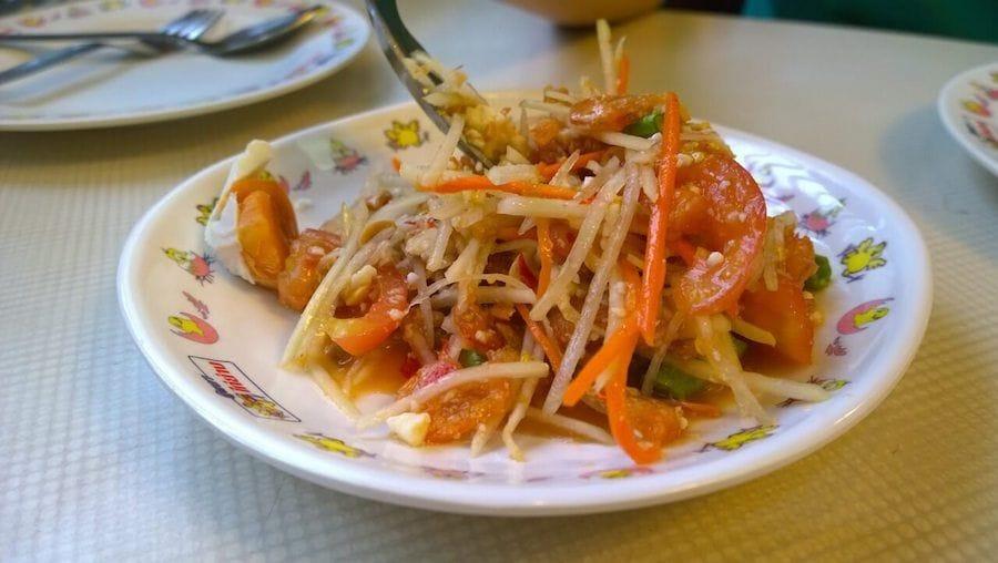 som tam piatto tipico thailandese