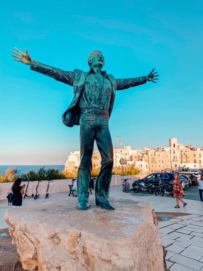 monumento domenico modugno polignano a mare