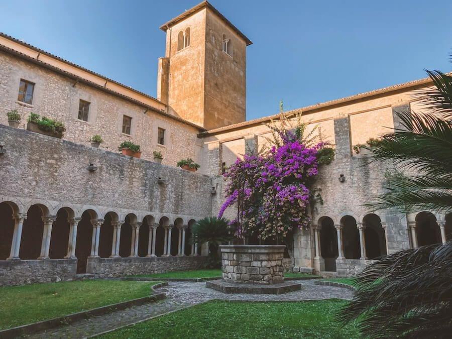 chiostro abbazia valvisciolo sermoneta