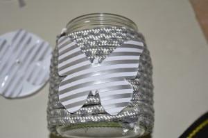Applicazione farfalla in carta, sul vasetto