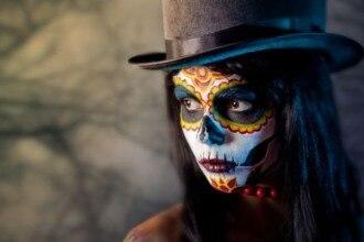 come-fare-un-trucco-da-teschio-messicano-per-halloween